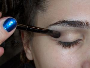 Curl_lashes_using_a_lash_curler._After_curling_lashes,_apply_a_generous_coating_of_mascara_to_plump_and_lengthen_lashes._