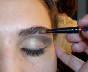 Apply_eyeliner_close_to_the_lash_line,_then_apply_a_nude_pink_liner_on_water_line_to_open_up_the_eyes._