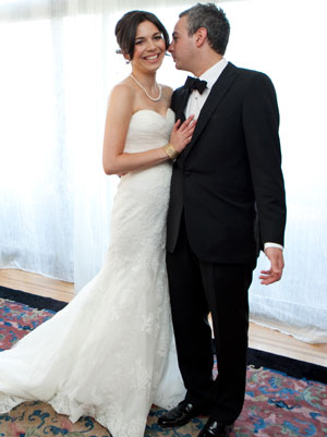 Shiri Sarfati Markowitz and husband, Lawrence MarkowitzCourtesy of Shira Weinberger Photography