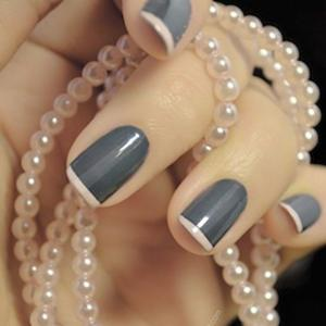 French_manicure_in_gray_and_pink_