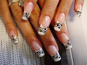 French_manicure_with_musical_notes_
