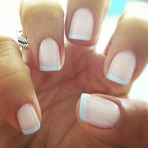 French_manicure_in_pastel_with_turquoise_tips_