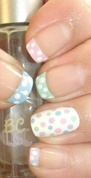 French_manicure_with_polka_dots_
