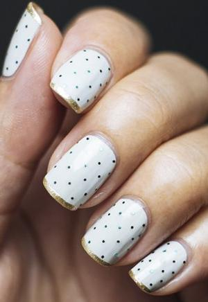 French_manicure_with_symmetrical_dots_and_gold_tips_