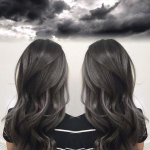Charcoal_and_smoky_silver_hair_painting_inspired_by_stormy_weather_by_Janai_Hartt_IG_@harttofcolor_