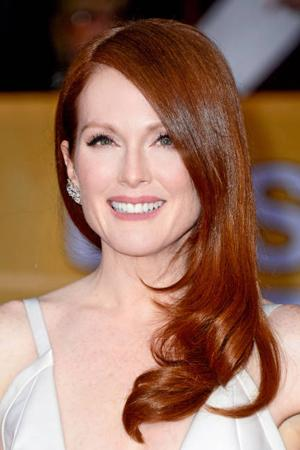 Julianne_Moore_Natural_Red_