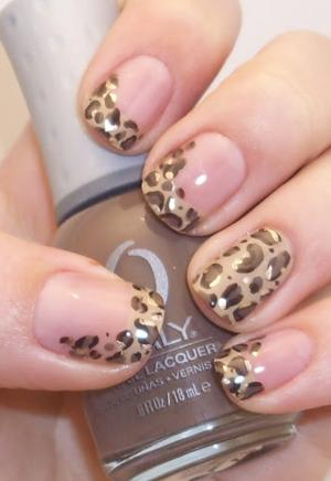 French_manicure_in_leopard_print_