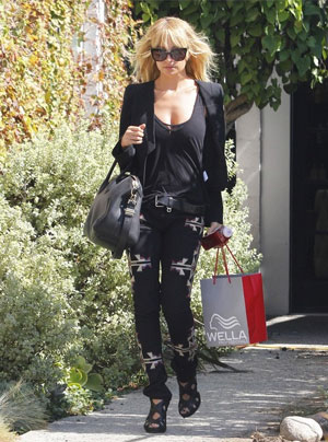 Nicole Richie Leaves The Salon Looking Lovely