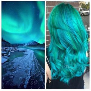 Turquoise_and_gemstone_green_hair_painting_design_inspired_by_the_Northern_Lights_by_Alyssa_Wiener_IG_@lysseon_