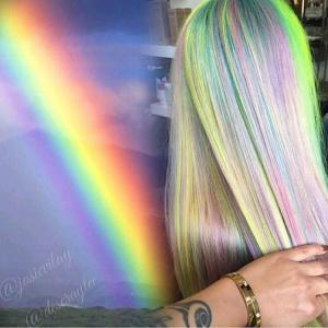 Iridescent_pastel_hair_painting_design_inspired_by_a_rainbow_by_Josie_Vilayvanh_IG_@josievilay_and_Deseray_Thiessen_IG_@deseraytee_